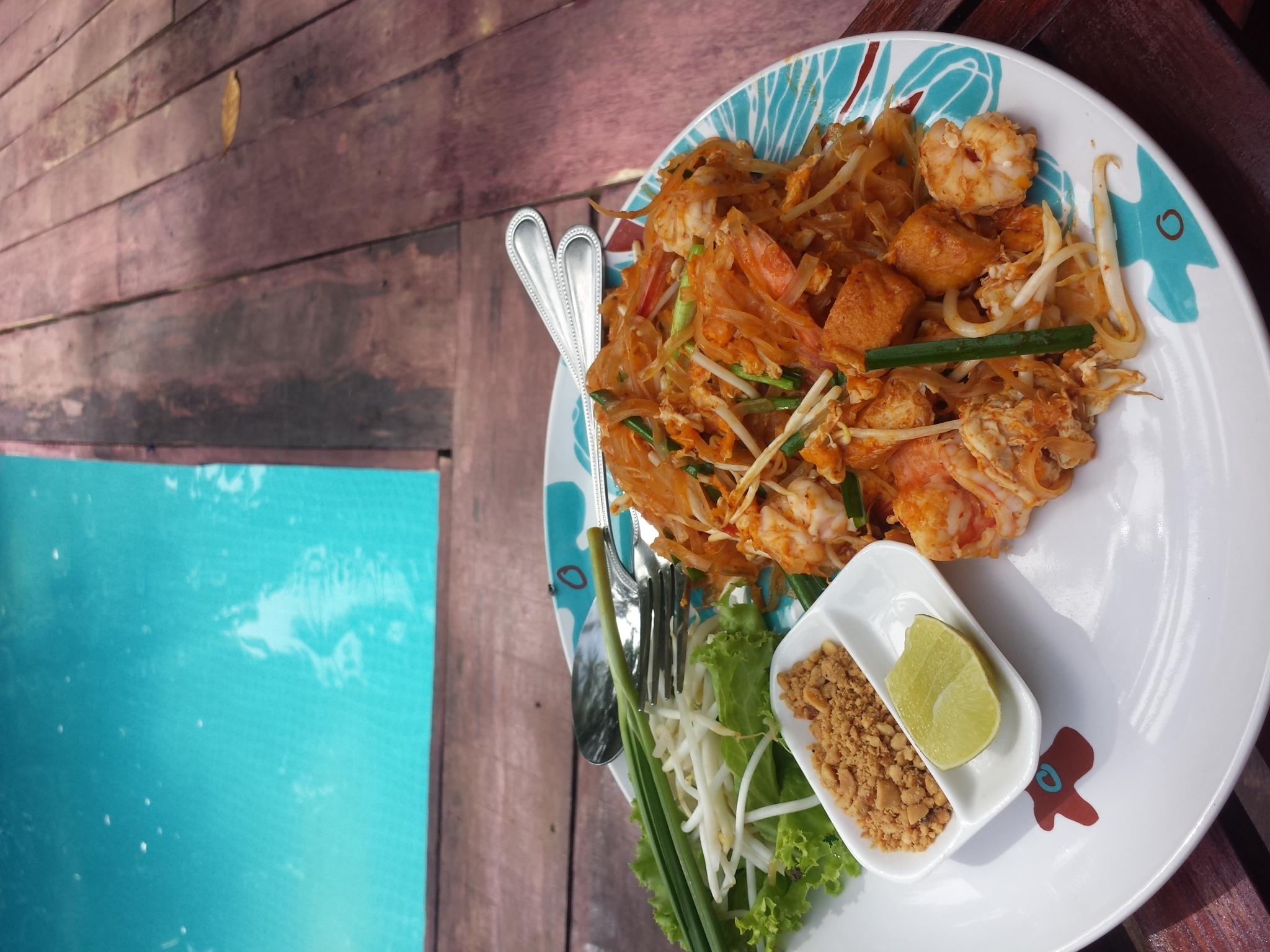 Pad Thai - tailandietiški makaronai. Patiekalas, kurį paragauti Tailande būtina