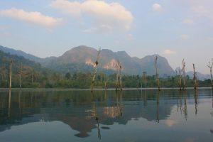 Viena iš į turą įeinančių atrakcijų: pasiplaukiojimas valtele po ežerą