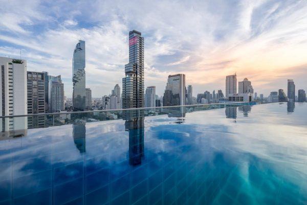 amara bangkok viešbutis su baseinu ant stogo