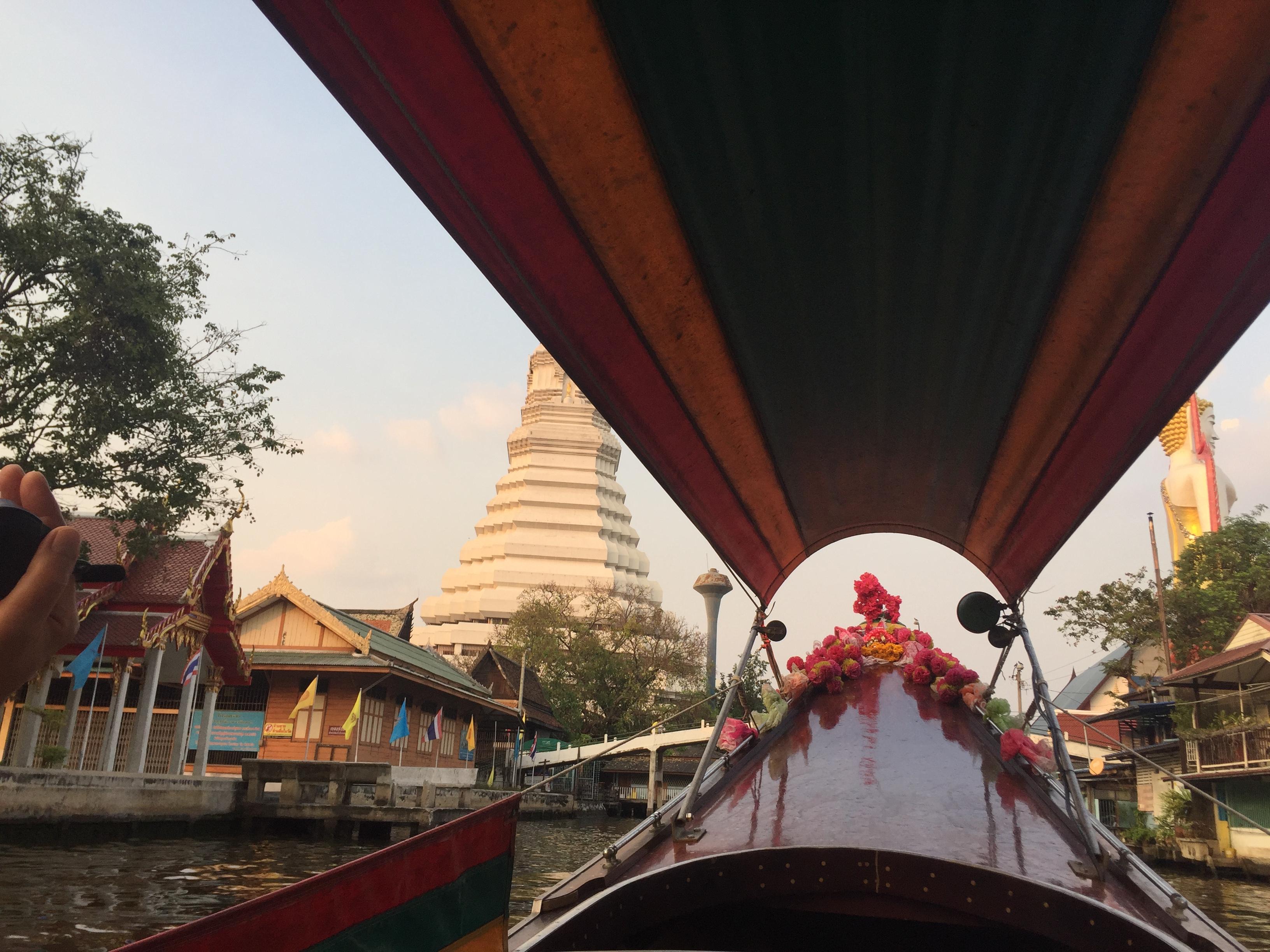 Pasiplaukiojimas po Bankoką laiveliu