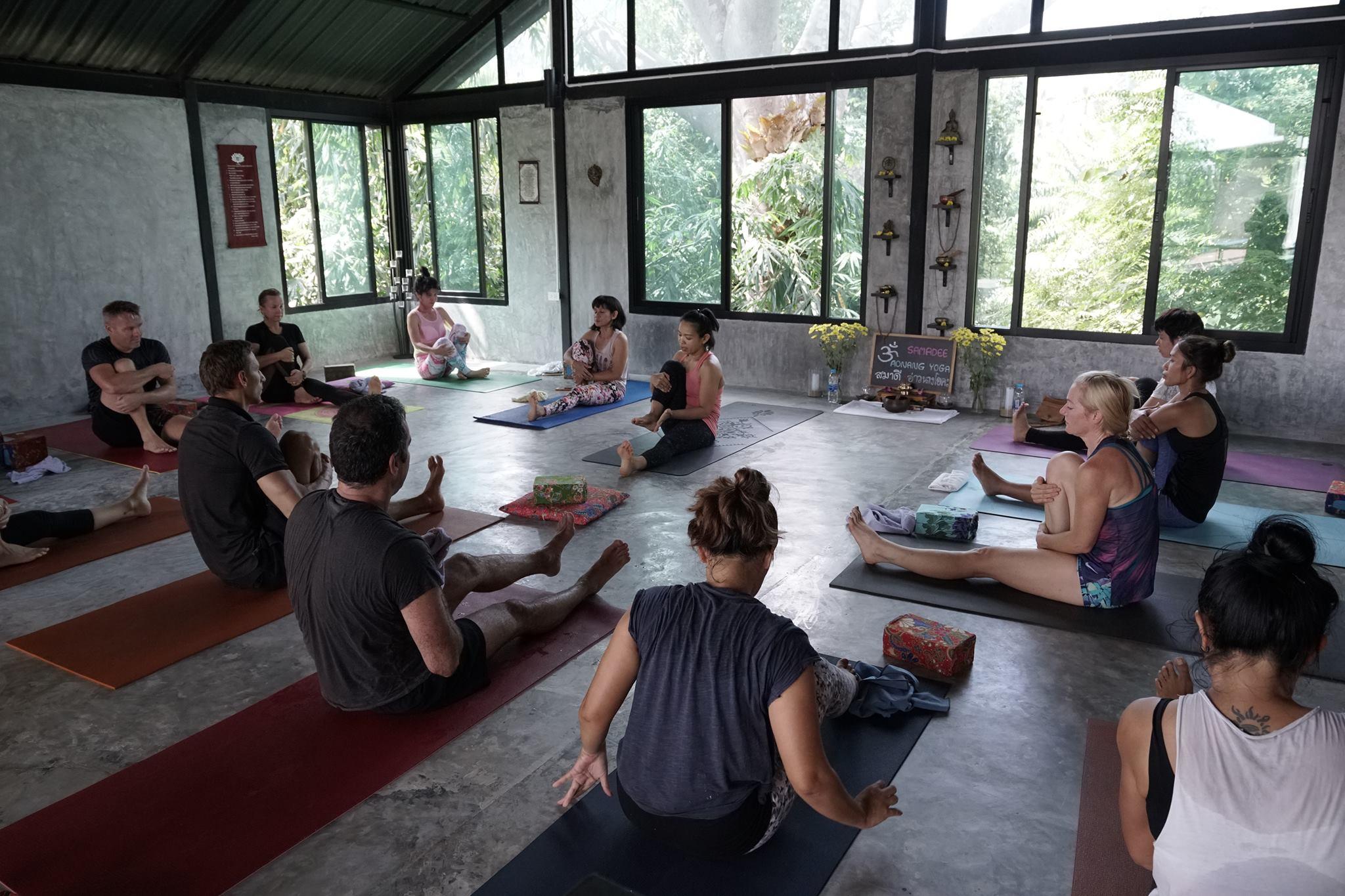 Bene jaukiausia jogos studija Krabyje - Ao Nang Yoga