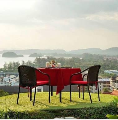 Hill Top restorane meilės stalas Ao Nange norintiems pasipiršti ar ypatingai vakarienei