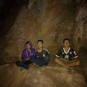Berniukai įstrigę oloje Šiaurės Tailande