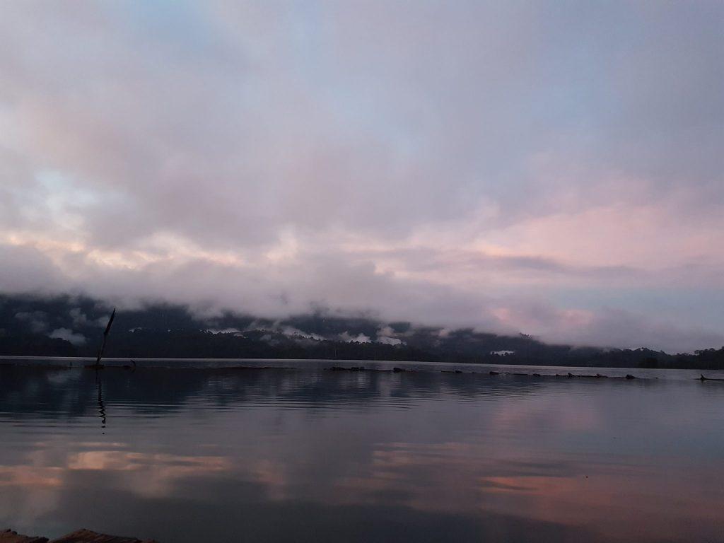 Khao sok parke ant ežero - įspūdingi saulėtekiai