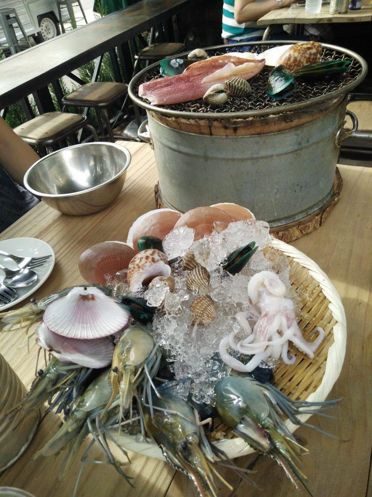 Jūrų gėrybių vakarienė Bankoko restorane