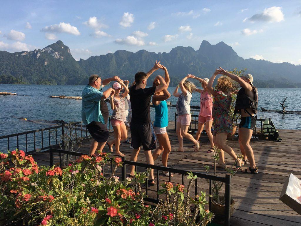 Šokiai Cheow Lan ežere