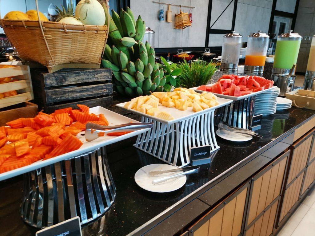 Vaisių stalas viešbutyje Bankoke
