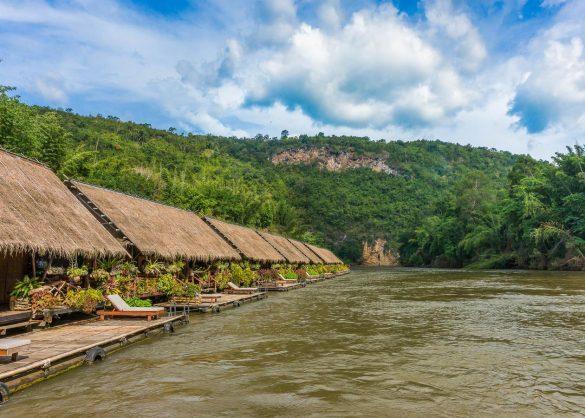 Kwai upės plūduriuojantys nameliai ant vandens