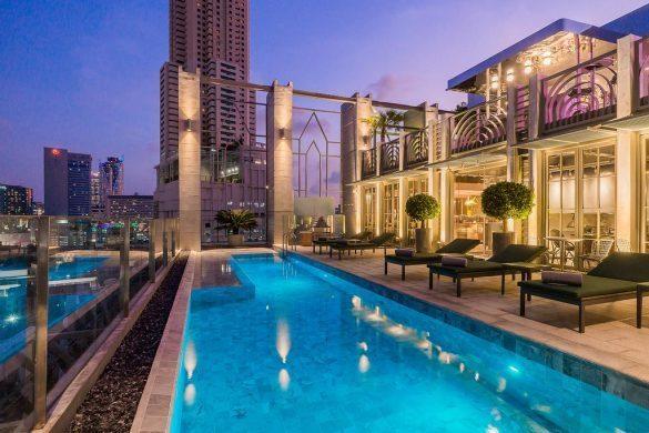 akara viešbutis su baseinu ant stogo