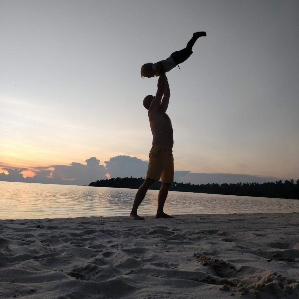 saulėlydis tailande su vaikais