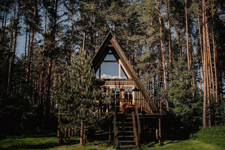 varena treehouse gamtos apsuptyje